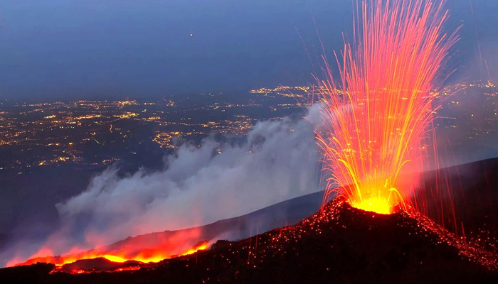 A Földközi-tenger felé csúszik az Etna
