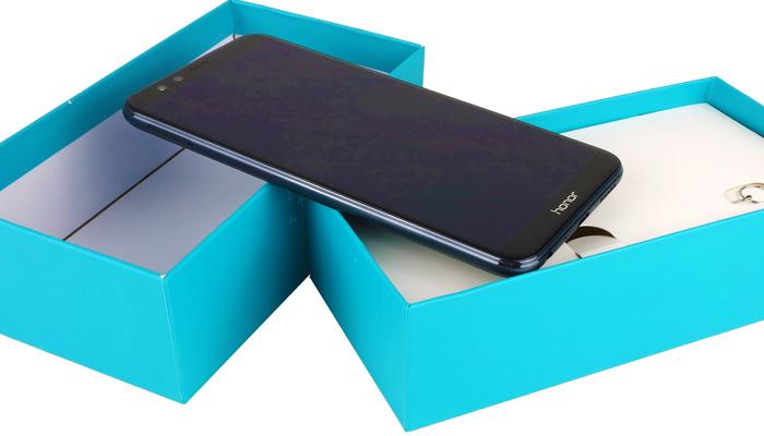 Fantasztikus mobil égszínkék dobozban. Ez kell nekem!