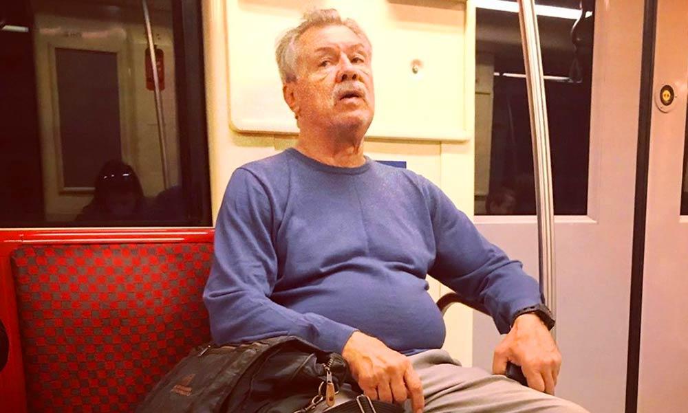 Farkas Bertalan űrhajóst a metrón kapta le egy olvasónk
