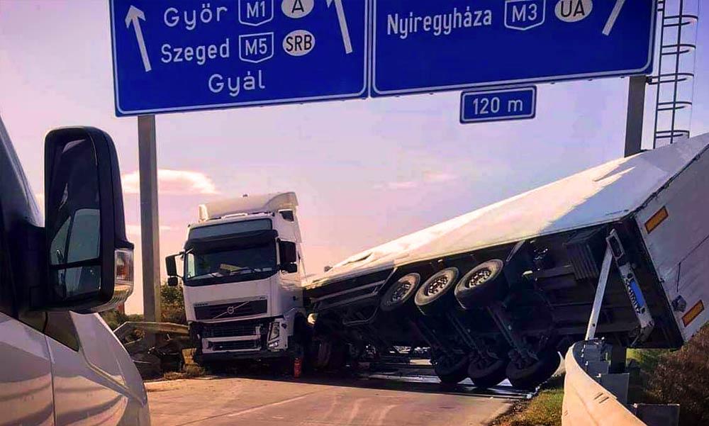 Baleset miatt mindenkit leterelnek az M5-ös autópályáról