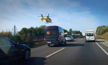 Hatalmas baleset miatt leterelik az autókat az M1-esről, óriási a kocsisor