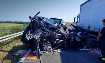 Halálos baleset a 4-esen, lezárták a főútat