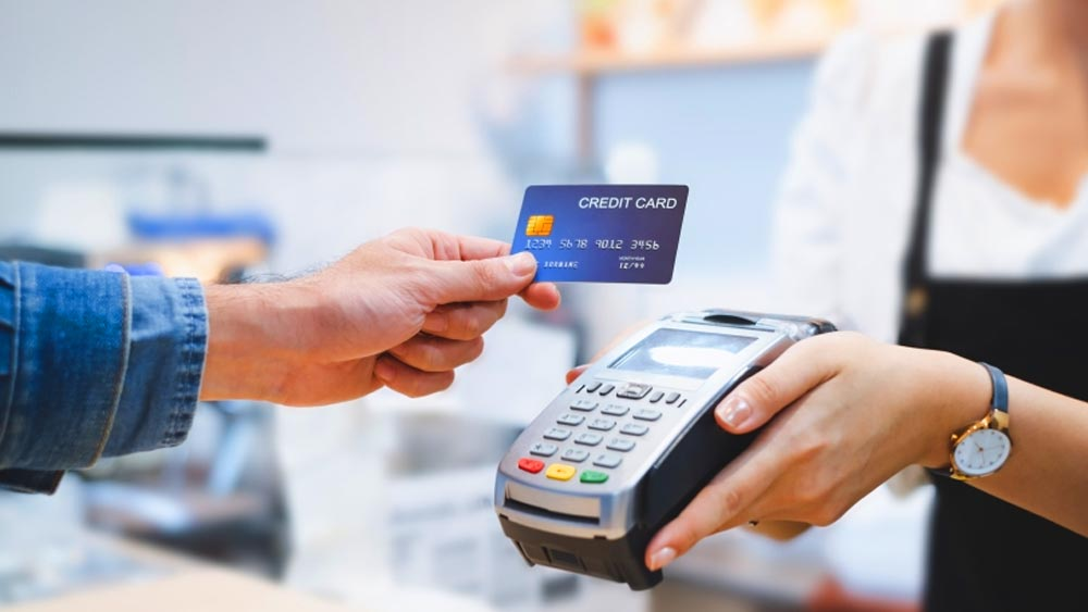 Vége a trükközésnek: ott is el kell fogadni a bankkártyát, ahol eddig csak készpénzben lehetett fizetni