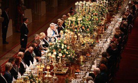A brit királynő szerint a középosztálynak való az asztalterítő