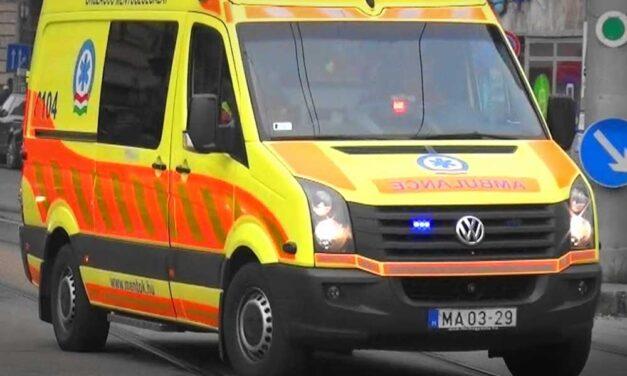 Mentőautóval történt baleset az Alföldön, súlyos sérült is van