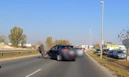 Elképesztő felvétel! Durva motoros baleset Pest megyében