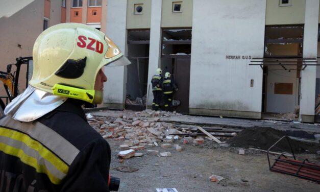 Robbanás történt egy társasházban Heves megyében – egy lakó a romok közé szorult