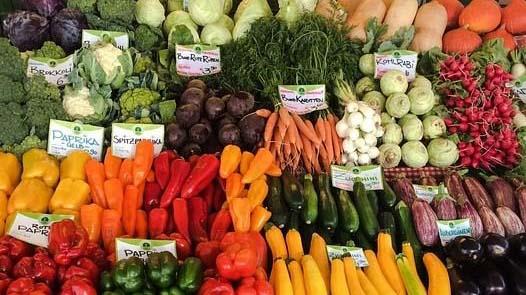 Levizelte a zöldségpultot egy férfi – 160 kiló termék került a kukába