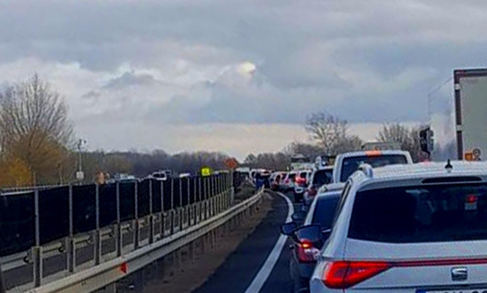Durva baleset az M3-ason – lezárták az autópályát