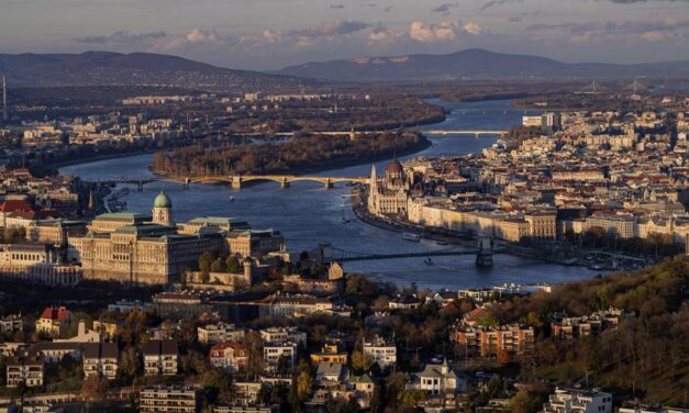 Szerdán dől el, hogy meddig tart a kijárási korlátozás Magyarországon