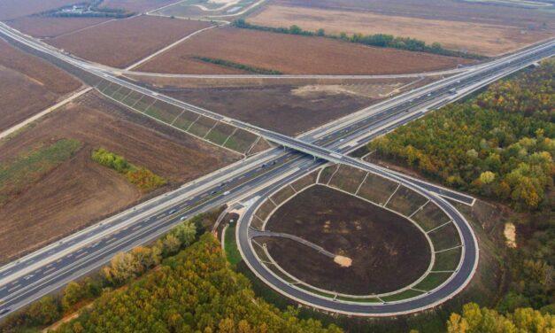 Könnyebb lesz a Balaton északi partjára menni az M7-esről, átadtak egy új csomópontot