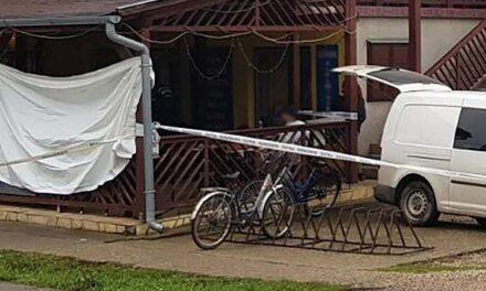 Viccből kikötözték a kocsma teraszán, reggelre meghalt a férfi
