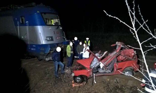 Vasúti baleset: a prágai gyorssal ütközött egy autó, meghalt az idős házaspár