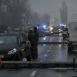 Dominóként dőltek ki a villanyoszlopok Budapesten egy baleset miatt