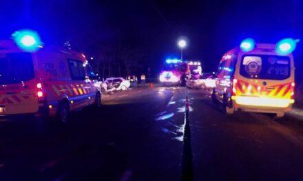 Halálos baleset: fának csapódott az autó