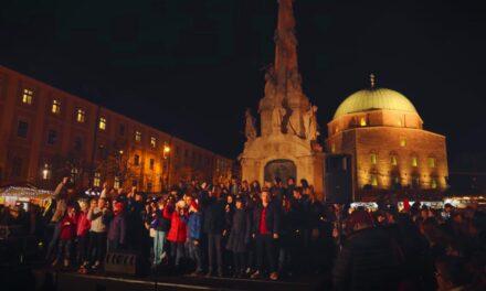 Lélekemelő: 250-en énekelték egyszerre a Hallelujah-t Pécsen