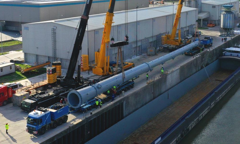 Repülőgép nagyságú órásjármű araszol az autópályákon, nagy lezárások lesznek