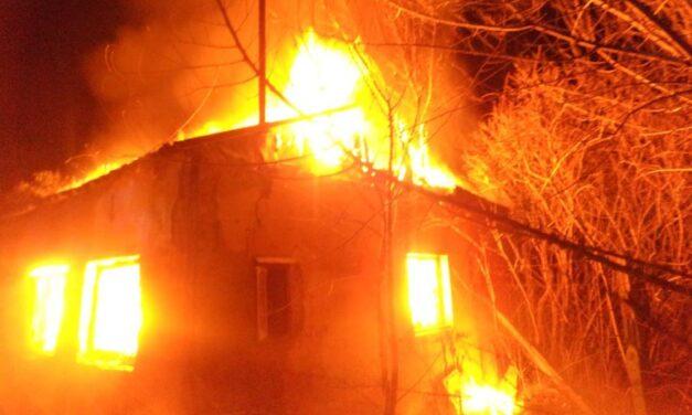 Tragikus tűz: Egy szénné égett holttest került elő a zuglói tűzből