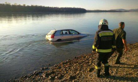 A Dunába csúszott egy autó Vácnál