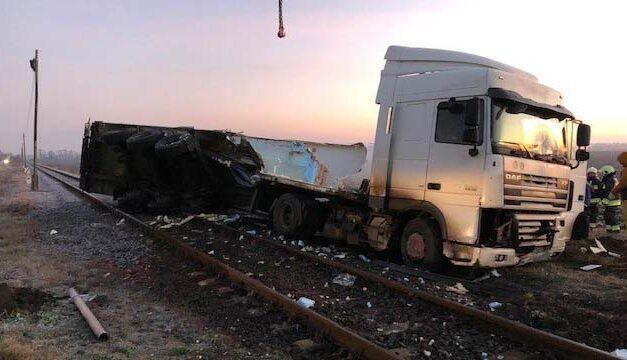 Vonattal ütközött egy kamion
