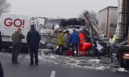 Leállt a forgalom az M1-es autópályán – baleset történt