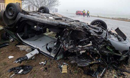 Hatalmas baleset Tompánál: a köd miatt ütközött két autó