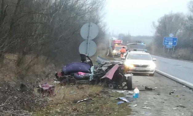 A helyszínen szembesült a férj, hogy az ötgyermekes anya balesetet szenvedett