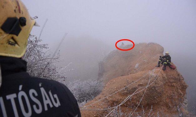 Húsz méter magas sziklán ragadt egy fiatal, a tűzoltók hozták le