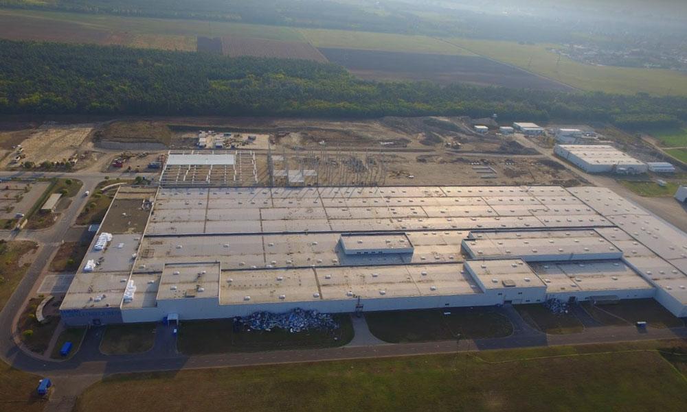 Bombariadó: kiürítették a Samsung gyárat