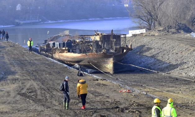 Technikai bravúrral emelték ki a legendás Szőke Tisza gőzöst a folyóból Szegeden
