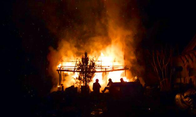 Tűzhalál: A férfin már lángolt a ruha amikor hirtelen rászakadt az égő ház