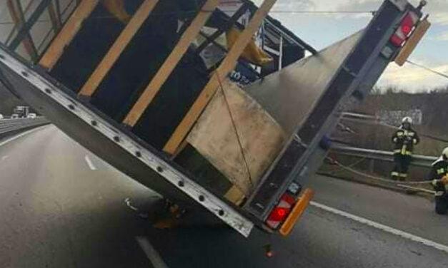 Több kamion is felborult a szélviharban