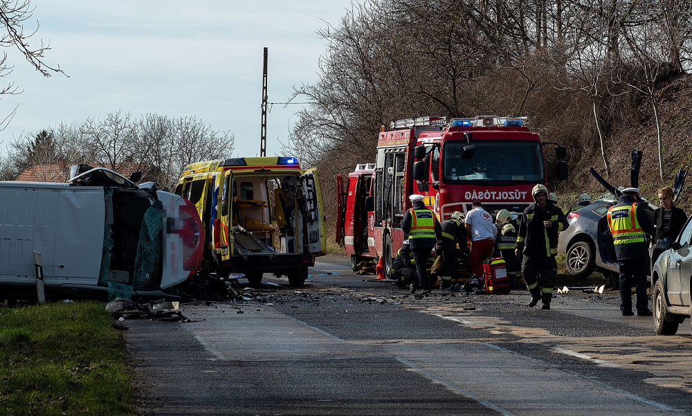 Nagy baleset az 54-esen Sükösdnél, öten megsérültek