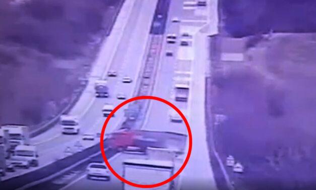 Látványos videó az M1-esen keresztbe fordult kamion balesetéről