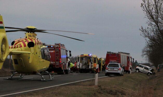 Mindkét sofőr meghalt a 6-os úton történt balesetben