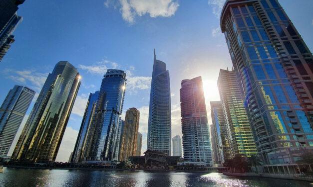 Dubaj – Ahol minden autós jófiú, a brutális bírságok miatt rend van az utakon