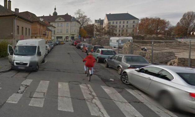 Elővette a zsebéből a pisztolyt és lövöldözni kezdett Győrben az utcán egy férfi