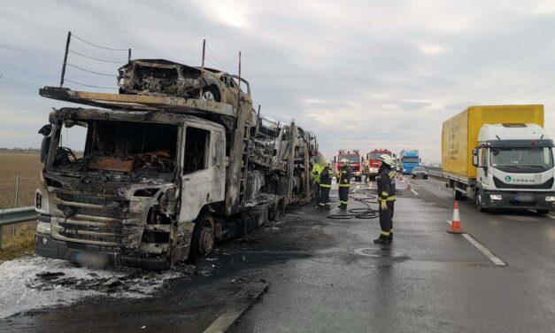 Kilenc autó égett egyszerre Sopronnál