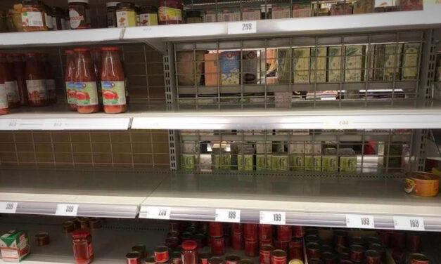 Üresek a polcok több budapesti boltban, itt a bevásárlólista karantén esetére