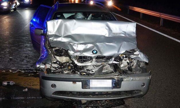 Elaludt a sofőr, majd belerohant egy kamionba az M5-ösön
