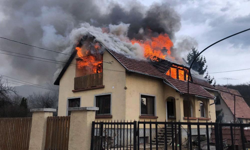 Megindító köszönőlevél: Leégett a házuk Piliscsabán, mégis ők vigasztalnak másokat