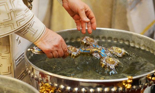A koronavírus miatt üresek a szenteltvíztartók számos olaszországi templomban