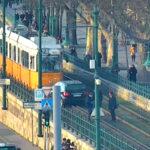 A villamossínekre hajtott egy 70 éves asszony Budapesten, leállították a forgalmat