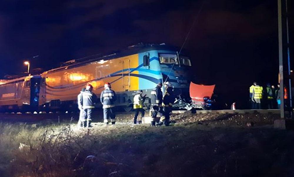 Döbbenetes baleset: széttrancsírozta a vonat az autót