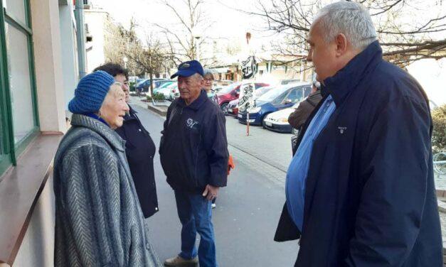 Kiakadt az idősekre Orosháza polgármestere, egyesével küldi haza őket