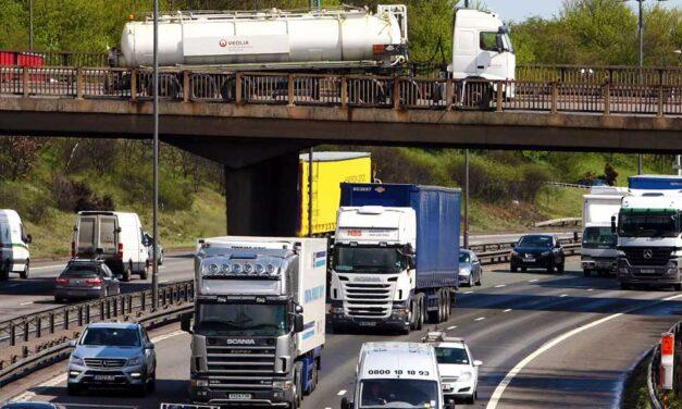 Durva sebességkorlátozást vezetnek be az autópályákon