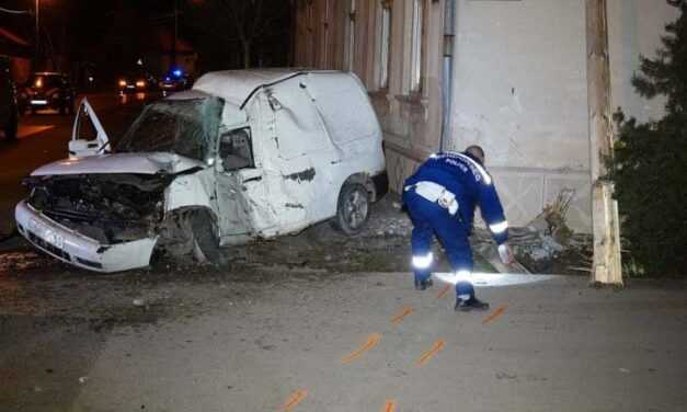 Halálos baleset Nagykőrösön : 21 éves fiatal csapódott a  ház falának