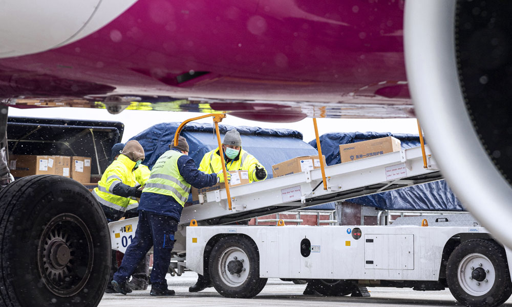 Megérkezett Ferihegyre a Kínából a védőfelszereléseket szállító repülőgép