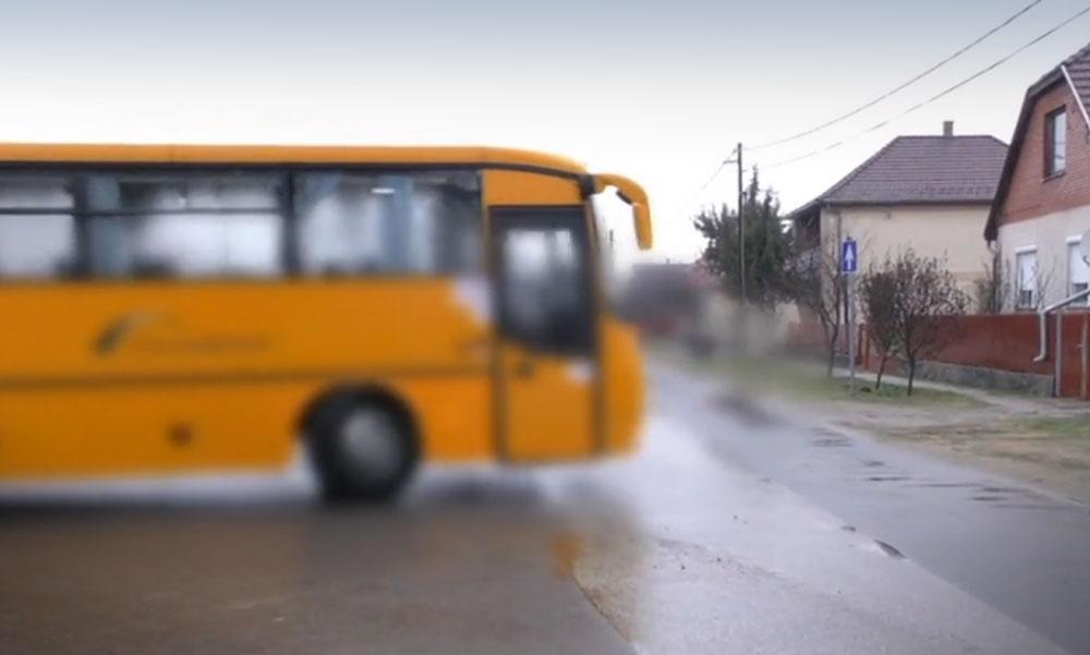 Idióta buszsofőr: Egész úton telefonált, fél kézzel vezetett, az utasok életével játszott