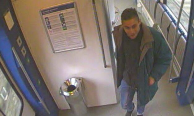 Undorító ocsmányságot csinált a vonaton a férfi, a rendőrség a lakosság segítségét kéri